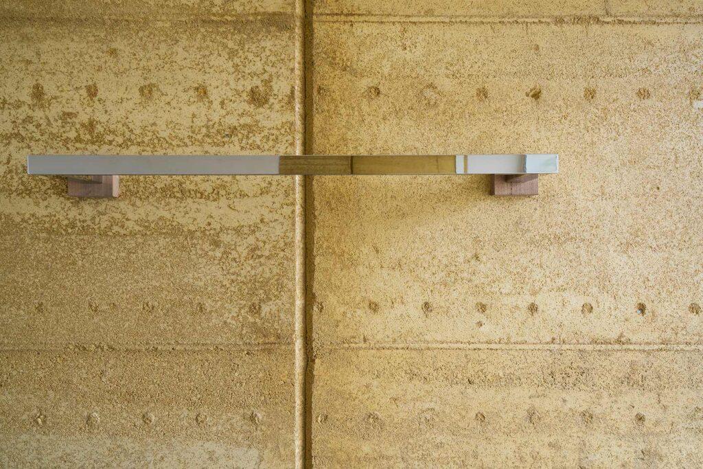 rammed-earth-texture-bathroom