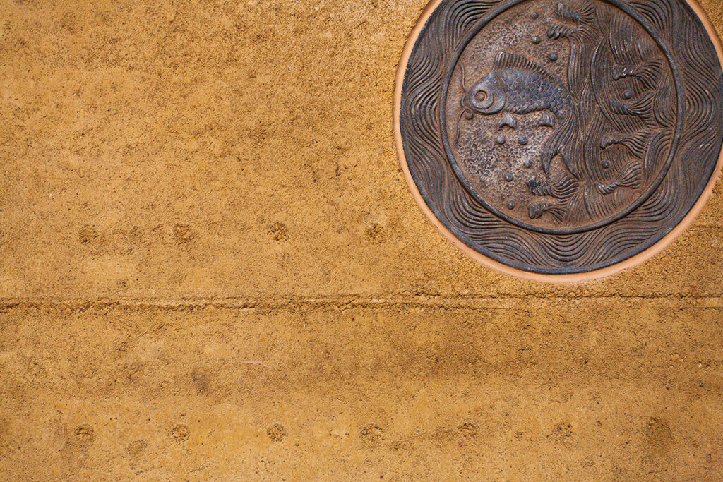 rammed-earth-texture-with-feature-art